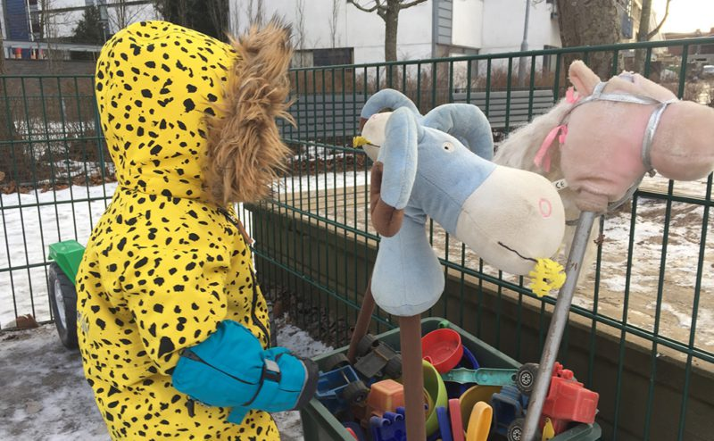 I vår närlekpark plockas det fram massor med roliga leksaker under dagen.