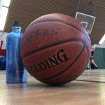 En gång i veckan tar jag paus och spelar lite basket.